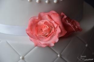 torte-mit-perlen-und-rosen-3