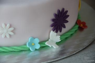 Motivtorte mit Blumen und Schmetterlingen (2)