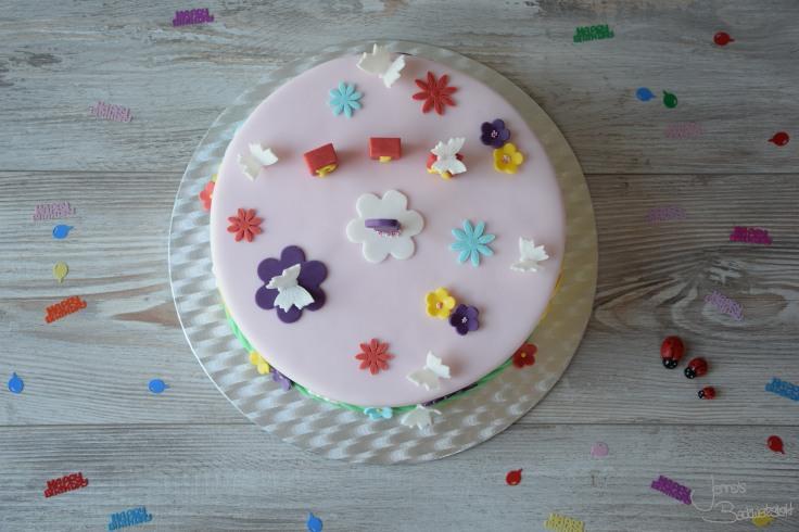 Motivtorte mit Blumen und Schmetterlingen (4)