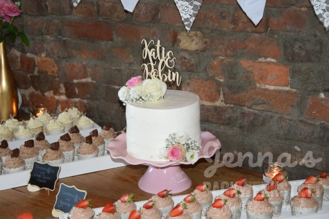 Hochzeitsbuffet Seminaked und Cupcakes 1